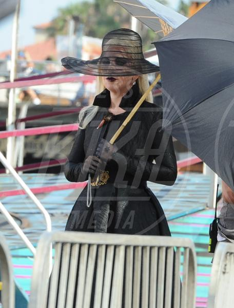 Lady Gaga - Santa Monica - 10-09-2015 - Lady Gaga in versione contessa-vampira per American Horror Story