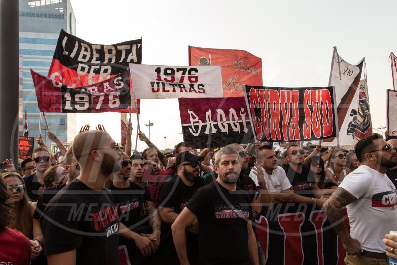 Fan - Milano - 10-09-2015 - Barbara Berlusconi, raduno a Casa Milan con squadra e tifosi