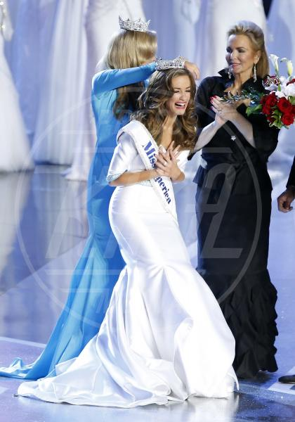 Betty Cantrell, Phyllis George - Atlantic City - 13-09-2015 - Betty Cantrell è la nuova Miss America 2015