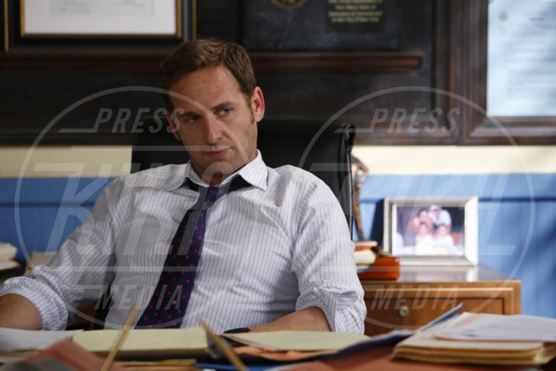 The Mysteries of Laura, Josh Lucas - 14-09-2015 - Debra Messing torna in TV con The Mysteries of Laura