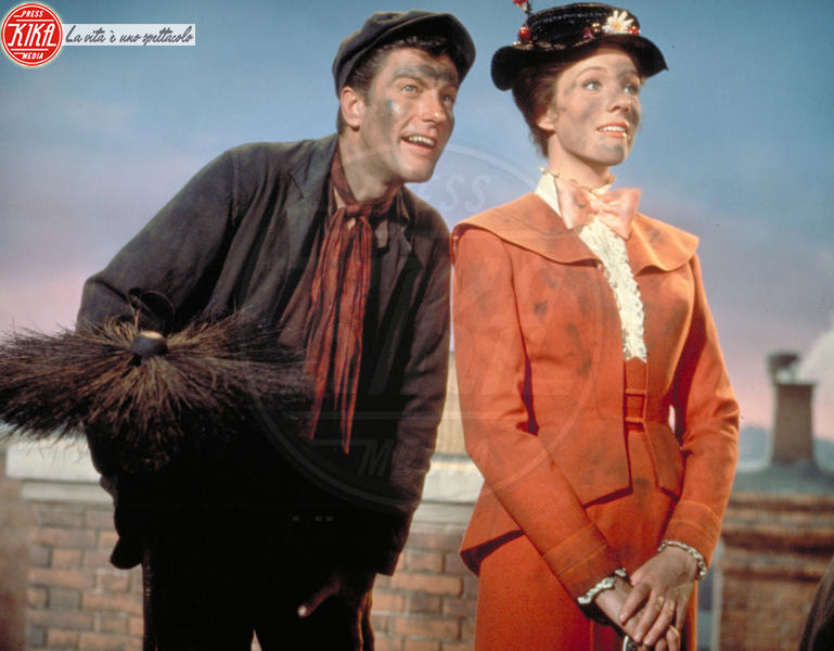 Mary Poppins, Dick Van Dyke, Julie Andrews - Hollywood - 27-09-1964 - Vento dall'est, la nebbia è là: Mary Poppins sta per tornar!