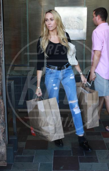 Tish Cyrus - Los Angeles - 15-09-2015 - Un pugno nell'occhio: la salopette verde di Miley Cyrus