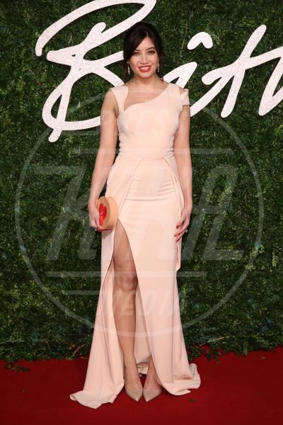Daisy Lowe - Londra - 01-12-2014 - Le celebrity? Tutte romantiche belle in rosa!