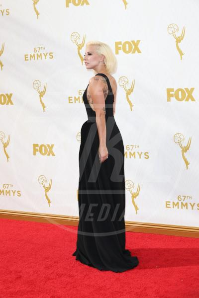 Lady Gaga - Los Angeles - 20-09-2015 - Emmy Awards 2015: le dive viste fronte e retro