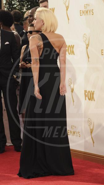 Lady Gaga - Los Angeles - 21-09-2015 - Emmy Awards 2015: le dive viste fronte e retro