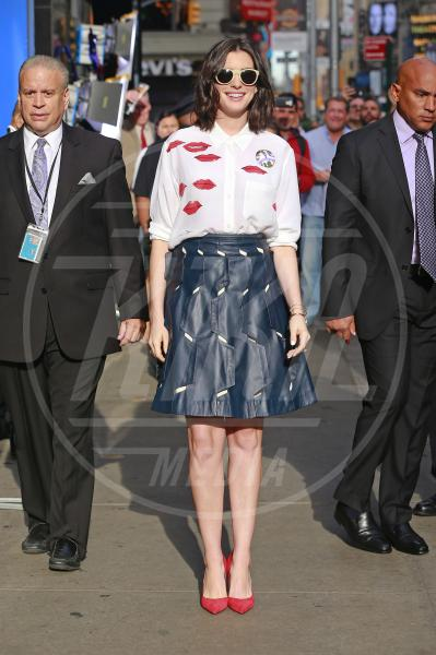 Anne Hathaway - New York - 23-09-2015 - Il look di San Valentino? Pieno di baci... e di cuori!