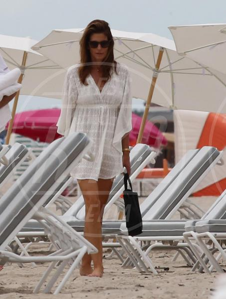 Cindy Crawford - Miami - 05-10-2015 - Shorts, minidress o pareo: e tu cosa indossi in spiaggia?