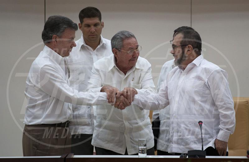 Timoleon Jimenez, Raul Castro, Juan Manuel Santos - 23-09-2015 - Nobel per la Pace 2015: a chi toccherà quest'anno?