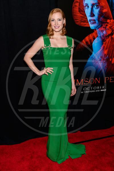 Jessica Chastain - New York - 15-10-2015 - Volete essere trendy? Allora dovete essere Verde Greenery!