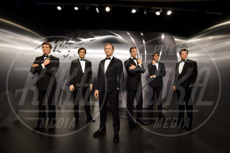 George Lazenby, Daniel Craig, Sean Connery, Timothy Dalton, Roger Moore, Pierce Brosnan - Londra - 15-10-2015 - Colpo di scena 007, Danny Boyle lascia la regia del nuovo film