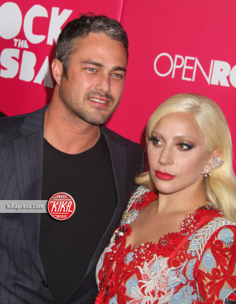 Taylor Kinney, Lady Gaga - New York - 19-10-2015 - Lady Gaga si sposa, matrimonio in Italia?