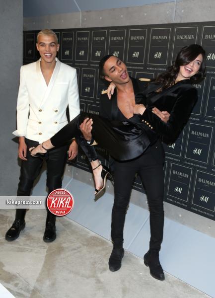 Kendall Jenner - New York - 21-10-2015 - Gigi Hadid è una dama in nero al lancio di Balmain per H&M