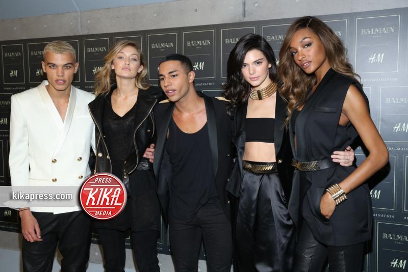 Gigi Hadid, Jourdan Dunn, Kendall Jenner - New York - 21-10-2015 - Gigi Hadid è una dama in nero al lancio di Balmain per H&M
