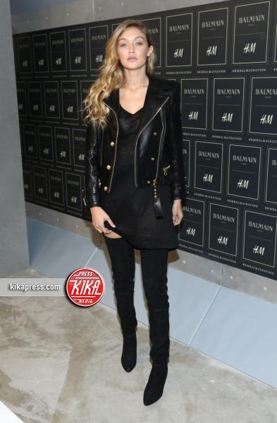 Gigi Hadid - New York - 21-10-2015 - Gigi Hadid è una dama in nero al lancio di Balmain per H&M