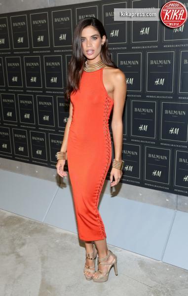 Sara Sampaio - New York - 20-10-2015 - Gigi Hadid è una dama in nero al lancio di Balmain per H&M