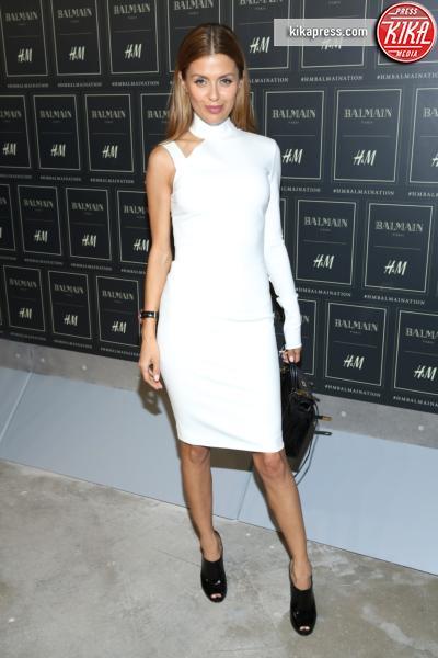 Victoria Bonya - New York - 20-10-2015 - Gigi Hadid è una dama in nero al lancio di Balmain per H&M
