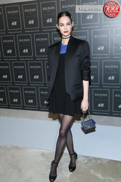 Laura Love - New York - 20-10-2015 - Gigi Hadid è una dama in nero al lancio di Balmain per H&M