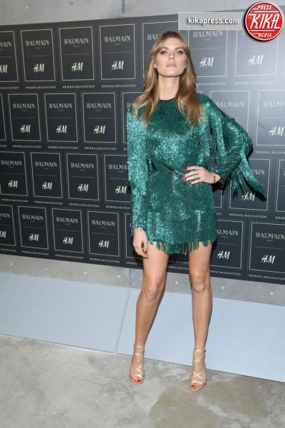 Maryna Linchuk - New York - 20-10-2015 - Gigi Hadid è una dama in nero al lancio di Balmain per H&M