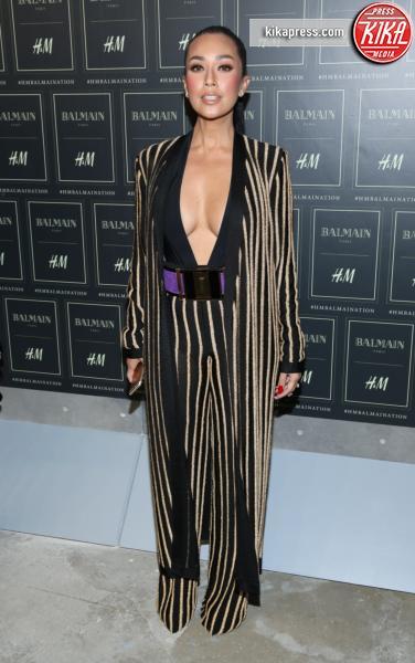 Datin Ezurin - New York - 20-10-2015 - Gigi Hadid è una dama in nero al lancio di Balmain per H&M