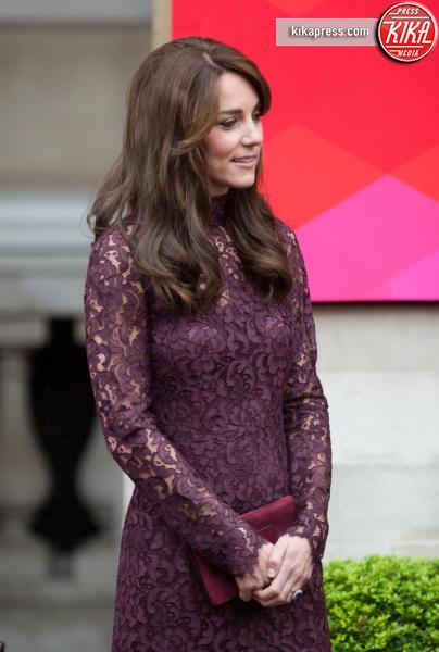 Kate Middleton - Londra - 21-10-2015 - Chi lo indossa meglio: Kate Middleton o Caitriona Balfe?