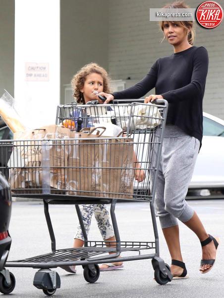 Nahla Ariela Aubry, Halle Berry - Beverly Hills - 26-10-2015 - Star come noi: è il momento di fare la spesa!