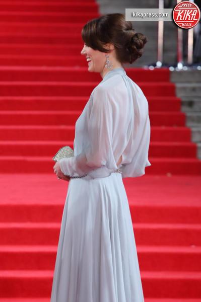 Kate Middleton - Londra - 26-10-2015 - Romee Strijd, ma quel punto vita non è troppo sottile?
