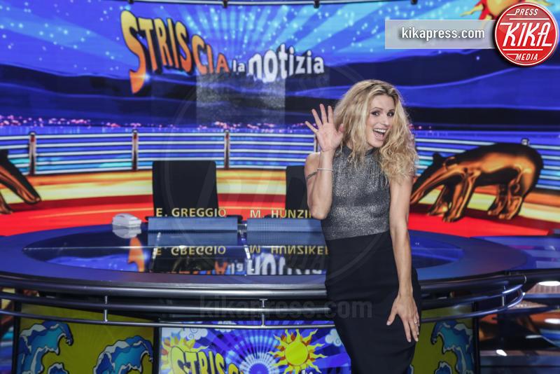 Michelle Hunziker - Milano - 26-10-2015 - Michelle Hunziker e Belen, la nuova coppia di Striscia