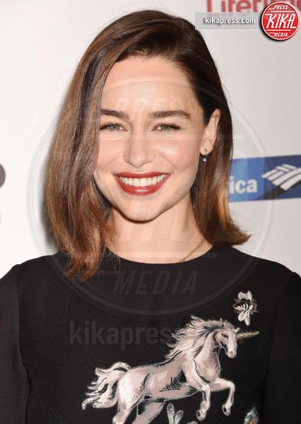 Emilia Clarke - Beverly Hills - 28-10-2015 - Il Trono di Spade 6, buone notizie (e sì, Emilia Clarke è nuda)