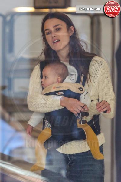 Keira Knightley - New York - 30-10-2015 - Star come noi: neo mamme un po'...sciatte? Evviva la normalità!