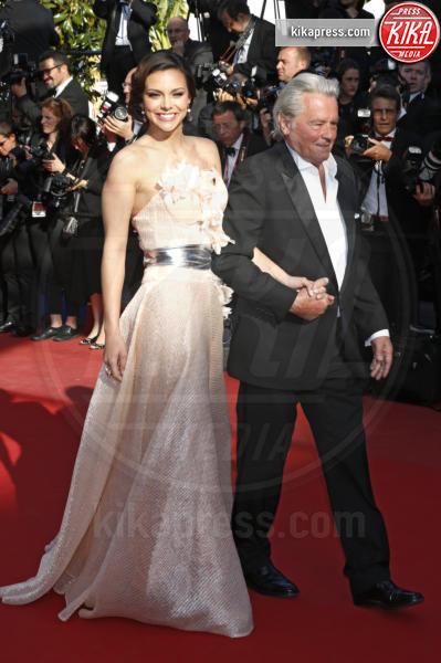Marine Lorphelin, Alain Delon - Cannes - 26-05-2013 - Marine Lorphelin, da Miss Francia a medico negli ospedali
