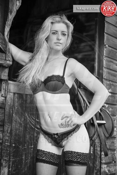 Calendario amazzoni inglesi - 26-10-2015 - Le amazzoni inglesi a nudo per comprare un aereo ambulanza