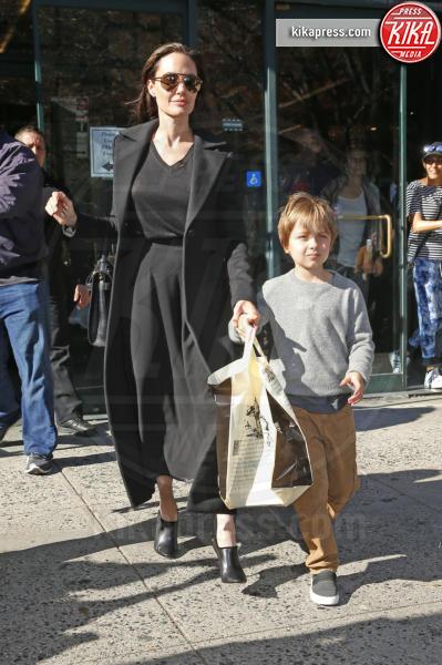 Knox Leon Jolie Pitt, Angelina Jolie - New York - 03-11-2015 - Brangelina nel caos: