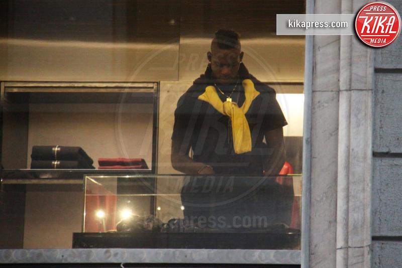 Mario Balotelli - Milano - 06-11-2015 - Mario Balotelli: con lo shopping è ancora un fenomeno