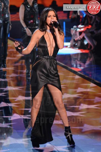Selena Gomez - Queens - 11-11-2015 - Victoria's Secret Fashion Show, 20 anni di angeli in lingerie