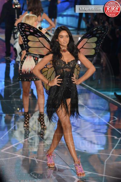 Shanina Shaik - Queens - 11-11-2015 - Victoria's Secret Fashion Show, 20 anni di angeli in lingerie