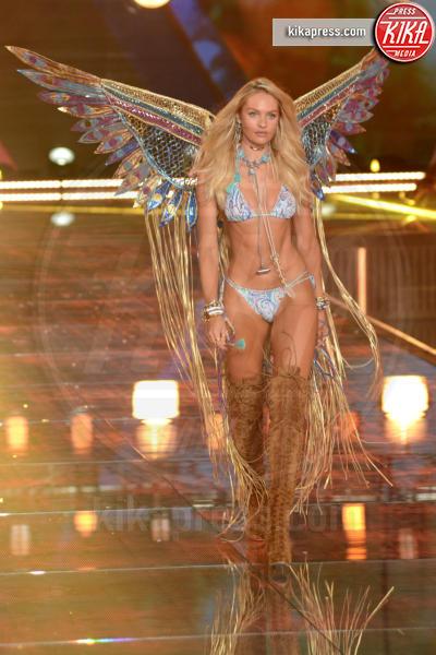 Candice Swanepoel - Queens - 11-11-2015 - Victoria's Secret Fashion Show, 20 anni di angeli in lingerie