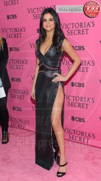 Selena Gomez - New York - 11-11-2015 - Le gambe più sexy? Giudicatele voi...