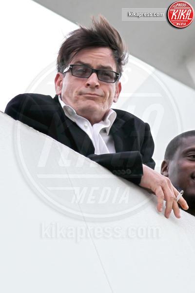 Charlie Sheen - 07-03-2011 - Sheen avrebbe tentato di assoldare un killer per uccidere l'ex