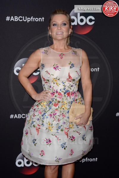 Jessica Capshaw - Manhattan - 13-05-2015 - Chi lo indossa meglio: Emmy Rossum o Jessica Capshaw?