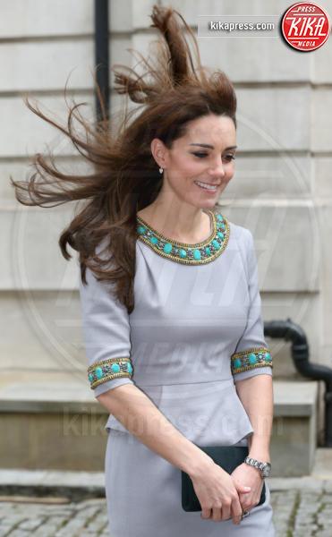 Kate Middleton - Londra - 18-11-2015 - Star come noi: il vento non risparmia nessuna chioma