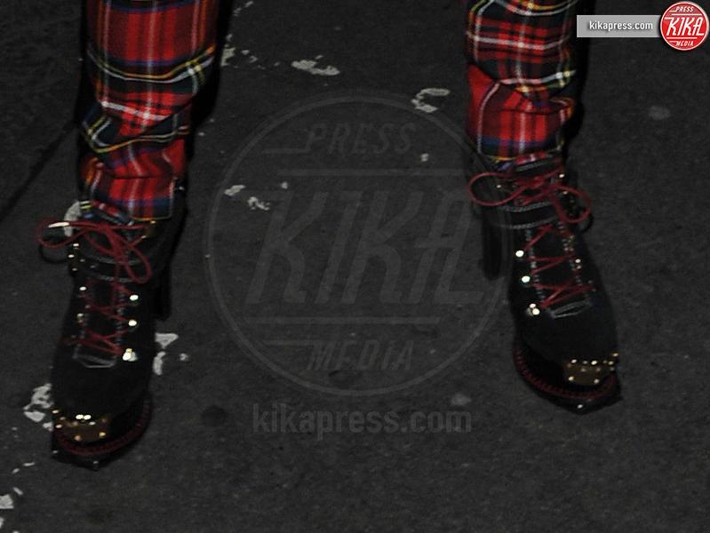 Rita Ora - Lisbona - 10-10-2013 - Anche in autunno, lo stile scozzese non passa mai di moda