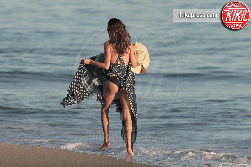 Alessandra Ambrosio - Malibu - 20-11-2015 - Tutti i volti di Alessandra Ambrosio