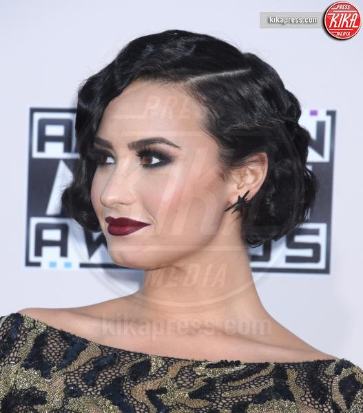 Demi Lovato - Los Angeles - 22-11-2015 - Cosa ti metti in testa per le feste? Prova con la treccia...