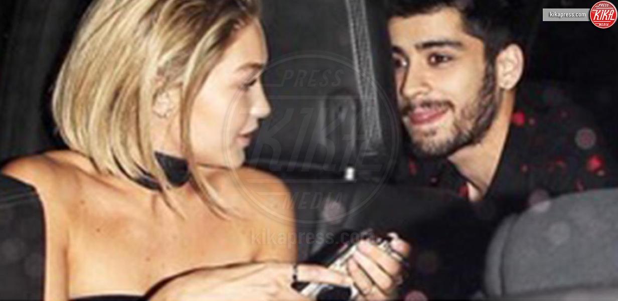 Gigi Hadid, Zayn Malik - Los Angeles - 24-11-2015 -  Zayn Malik bacia una sosia di Gigi Hadid