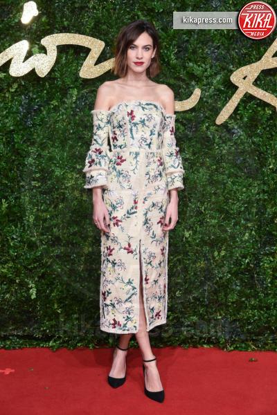 Alexa Chung - Londra - 23-11-2015 - Le celebrity? Sul red carpet e fuori sono regine di... fiori!