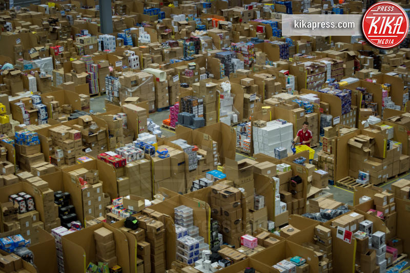 Magazzino Amazon - Scozia - 25-11-2015 - Il Black Friday, le promozioni su Notino