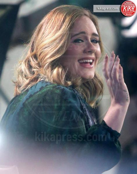 Adele - New York - 25-11-2015 - Disavventura da H&M per Adele, rifiutata la sua carta di credito