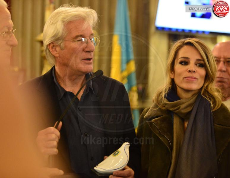 Alejandra Silva, Richard Gere - Madrid - 26-11-2015 - Richard Gere, il lupo perde il pelo ma non il vizio