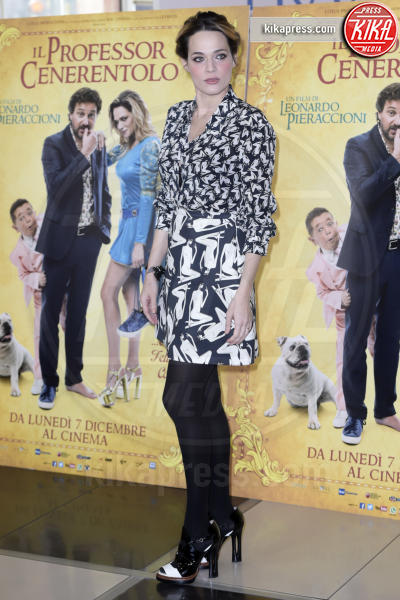 Laura Chiatti - Roma - 30-11-2015 - Ma che scarpe grandi che hai! Le star scelgono un numero in più