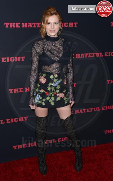 Bella Thorne - Hollwood - 07-12-2015 - Le celebrity? Sul red carpet e fuori sono regine di... fiori!